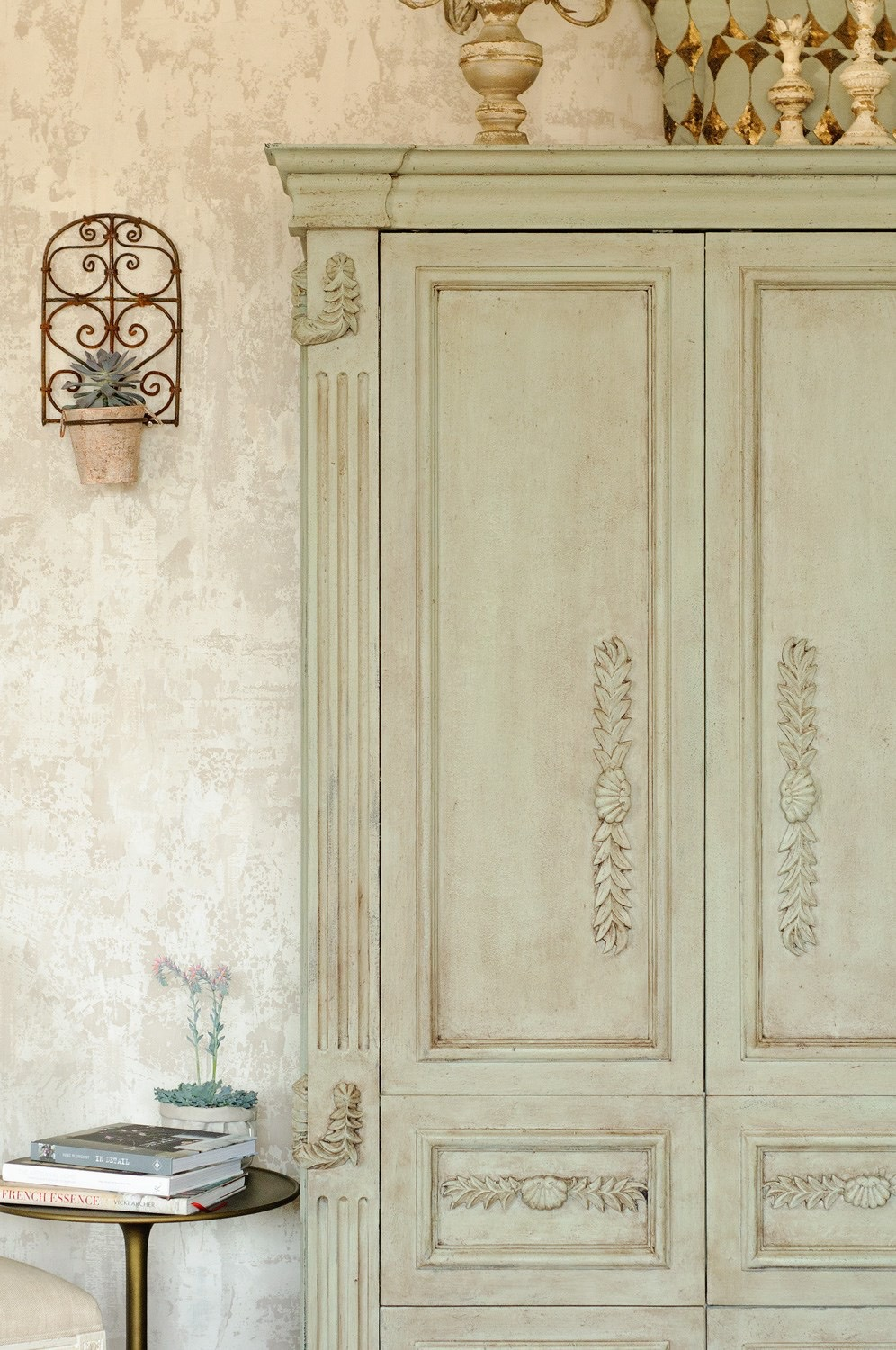 Want to learn how to create Fusion Fresco Walls and Furniture for a European Rustic Painted Textured Effect