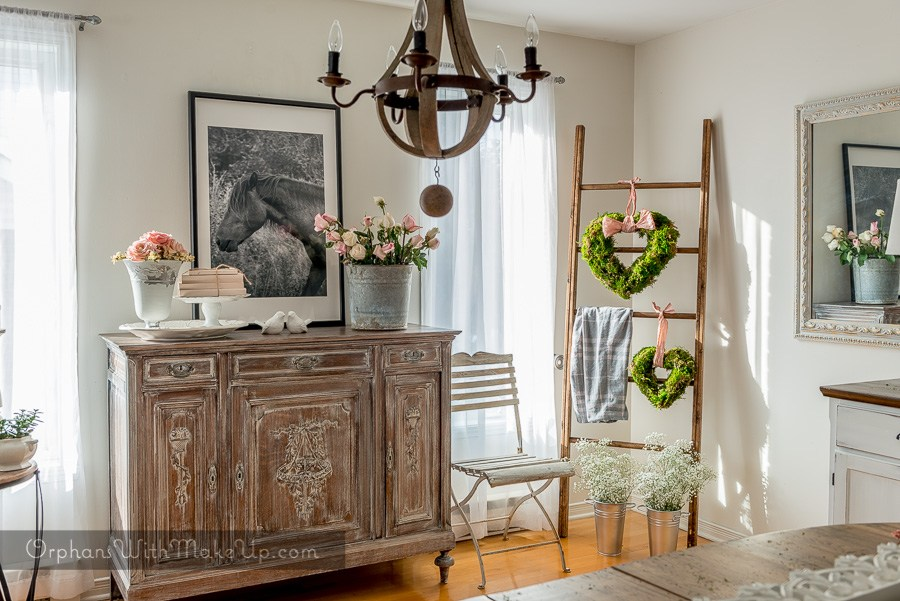 Shabby Chic Vintage Farmhouse look with a White Wash Furniture with Fusion Mineral Paint by Orphans with Make Up