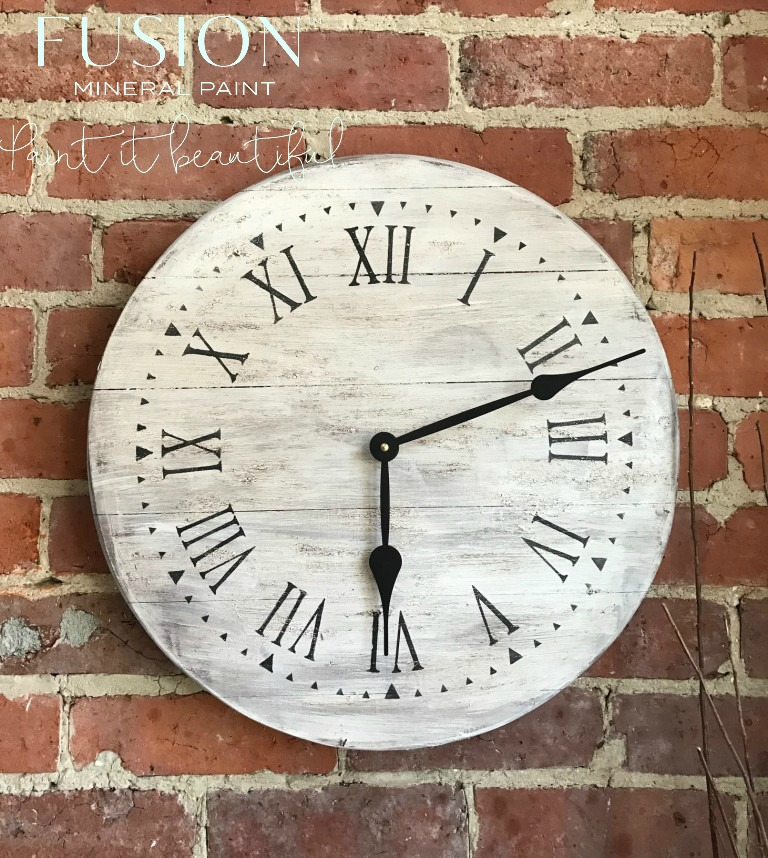 Fixer Upper Style Farmhouse Clock. fusionmineralpaint.com