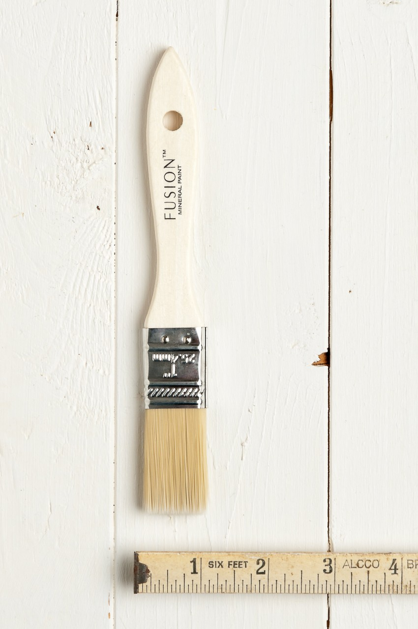 This 1 inch flat synthetic brush is highly economical and create a super smooth finish.