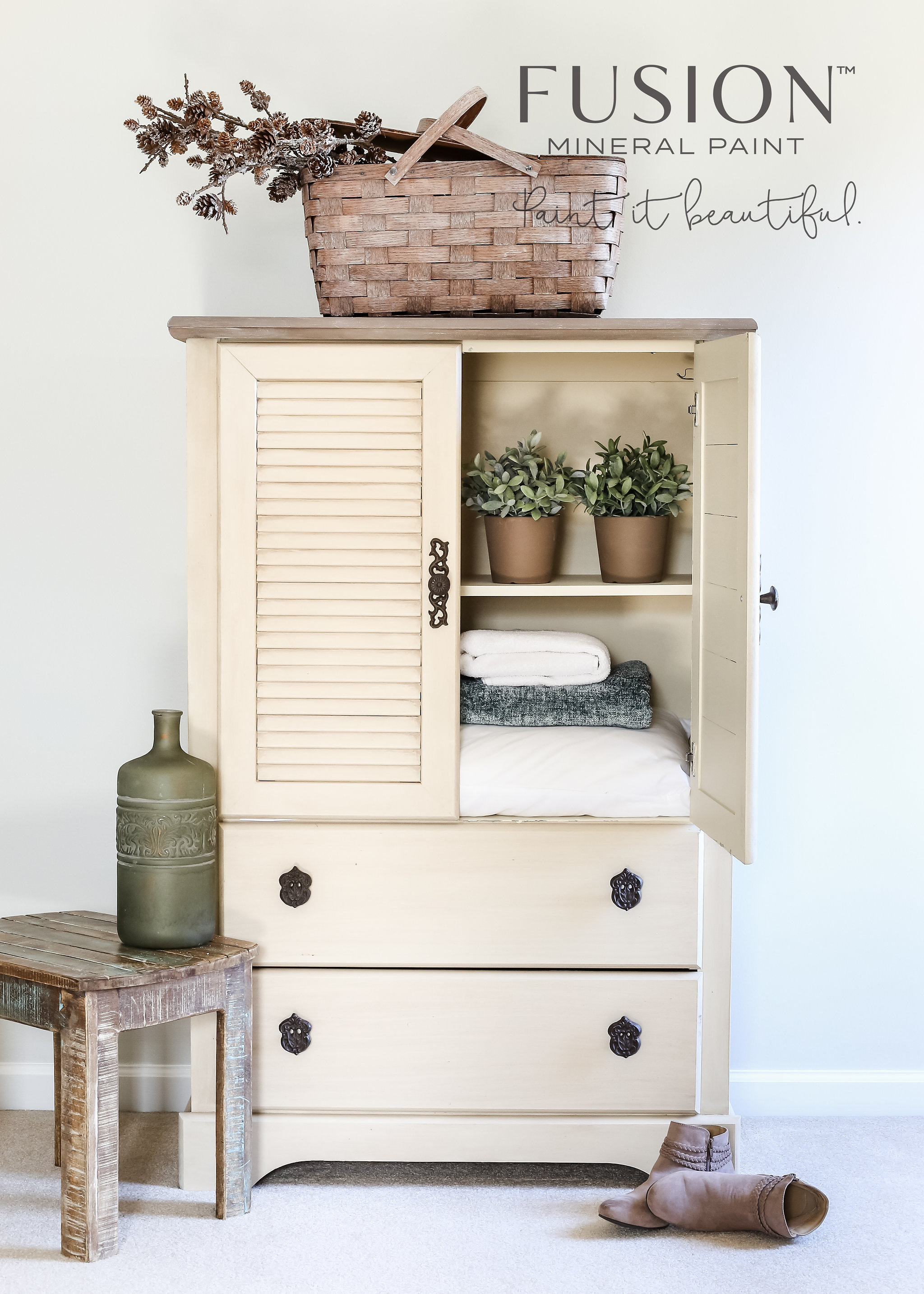 Farmhouse Style Fixer Upper inspired linen chest painted in Plaster by Fusion Mineral Paint. This stunning piece is perfect for a Farmhouse Look!