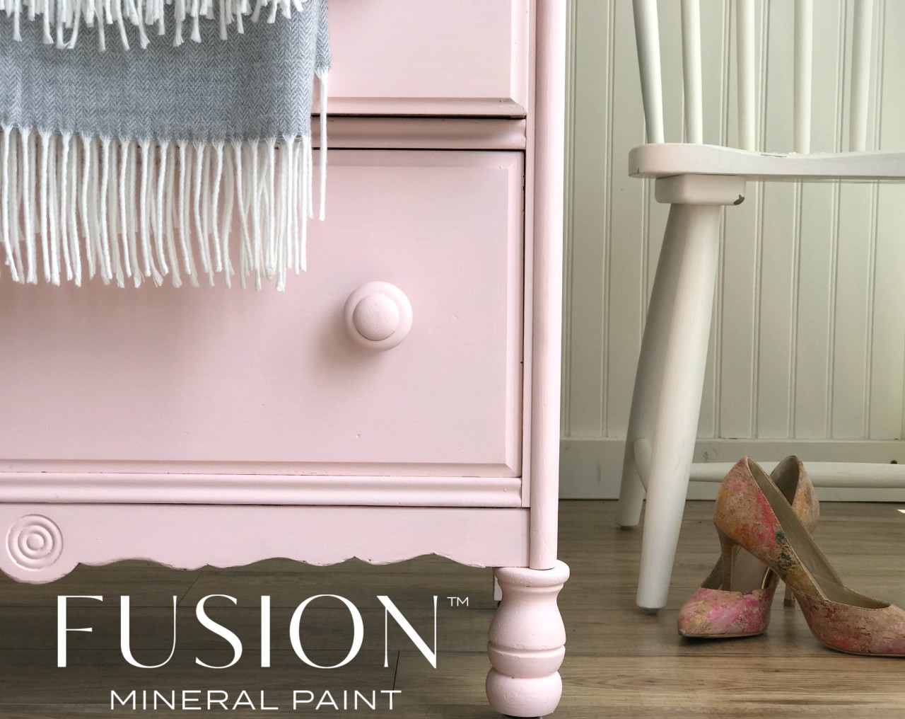 Pink dresser with grey blanket inspiring the new Pink from the Penney & Co collection from Fusion. | fusionmineralpaint.com