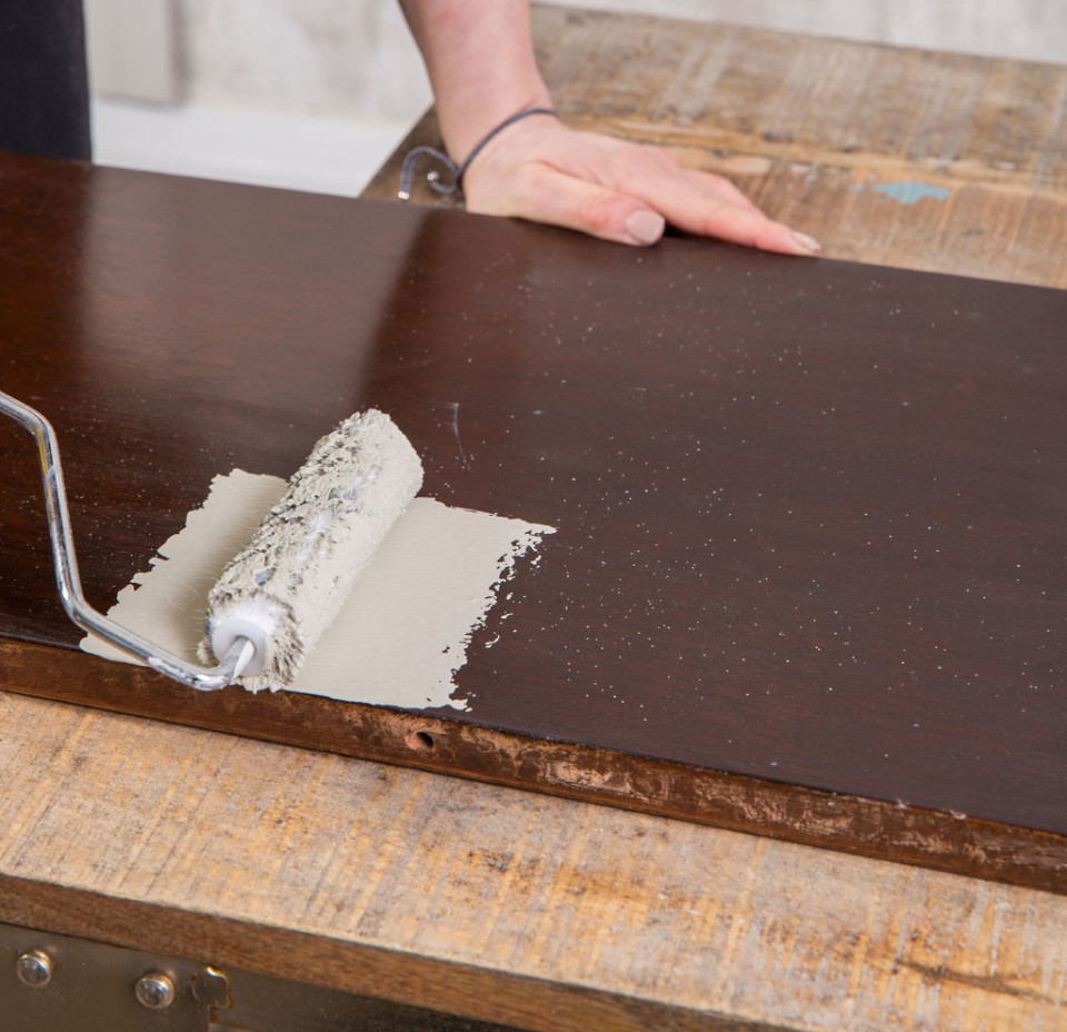 how to paint a table in time to entertain in style, with our simple tutorial and guide to top coats, and avoiding brushstrokes.