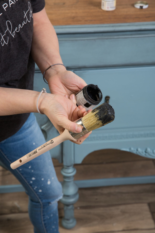 Fusion Black wax on Staalmeester natural bristle brush