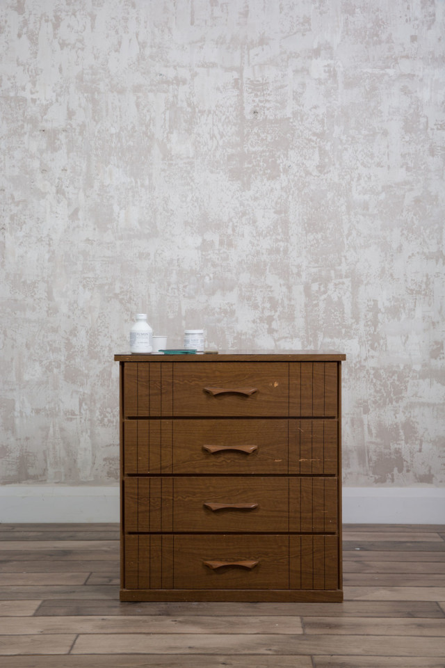 Laminate dresser and prep items