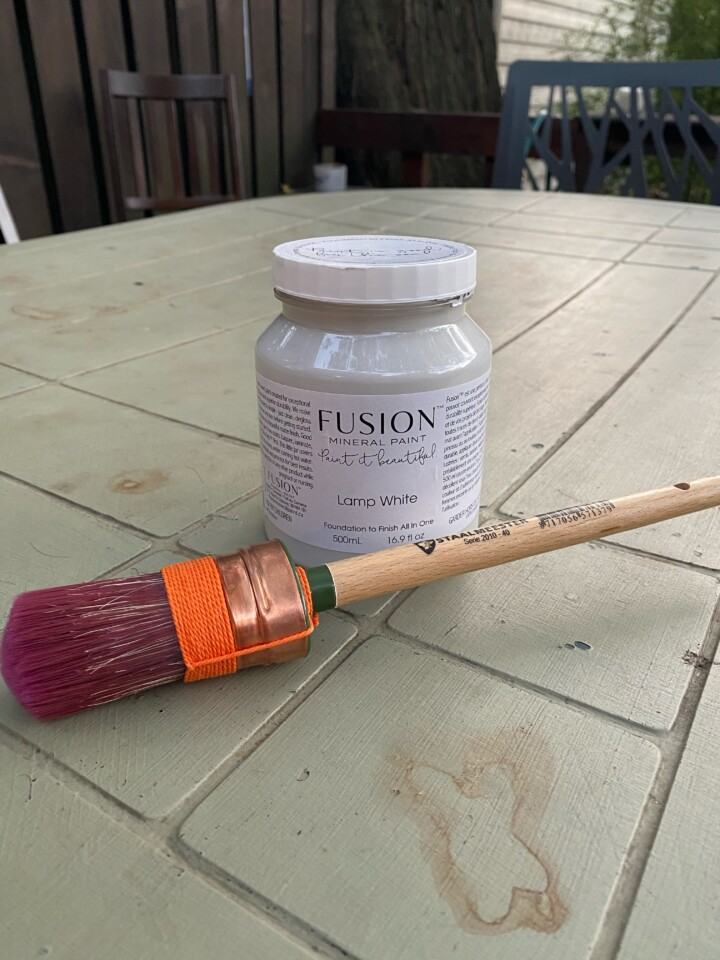 Outdoor plastic table makeover -Fusion Mineral Paint