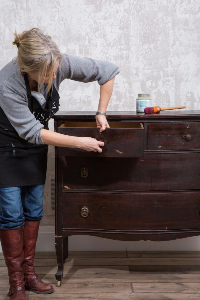 Removing hardware from dresser - prep -