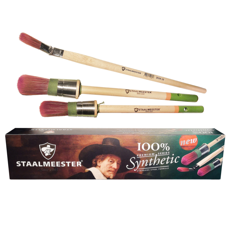 A box of Staalmeester brushes