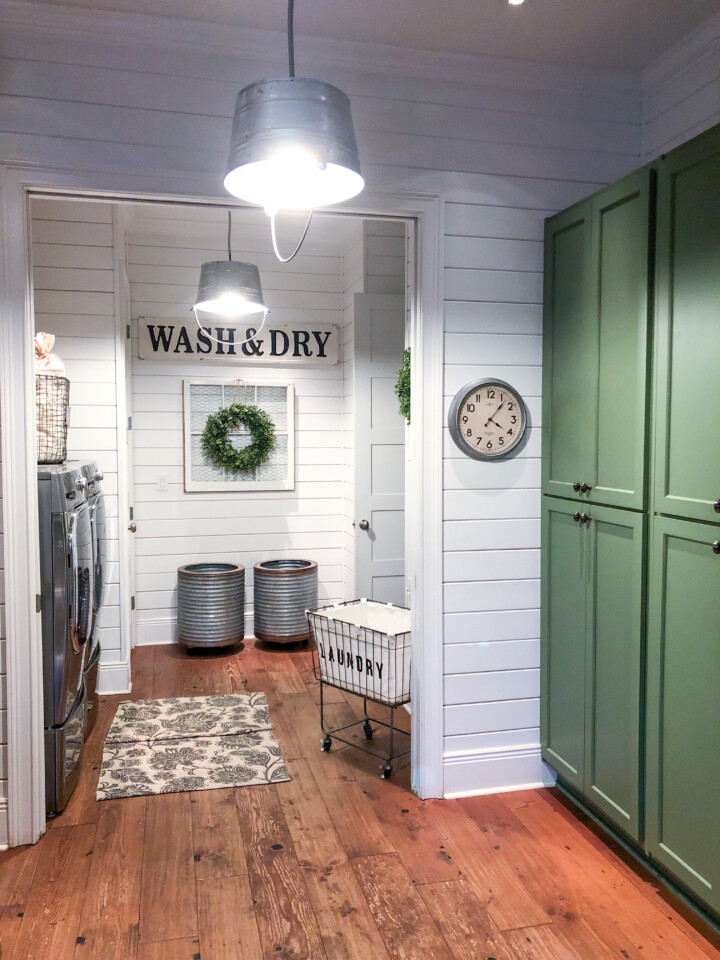 Laundry room with vintage style